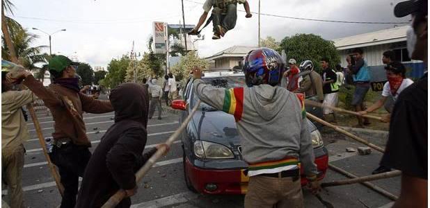 Kerusuhan di Makam Mbah Priuk