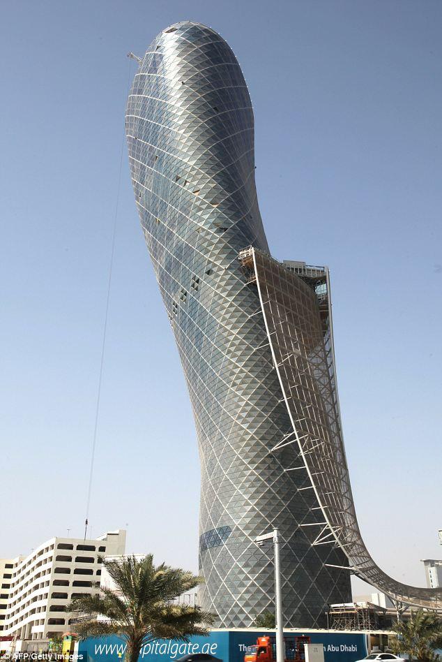 Capital Tower Abu Dhabi lebih miring hampir5 kali dari menara Pisa