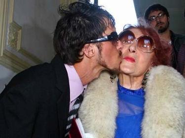 nenek dan brondong